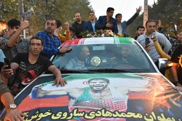 لحظه ورود محمدهادی ساروی مدال آور طلای جهان به شهرستان آمل