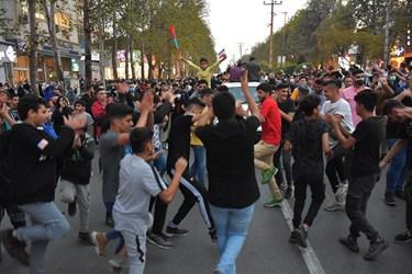 رقص و پایکوبی جوانان آملی هنگام ورود محمدهادی ساروی قهرمان کشتی فرنگی جهان