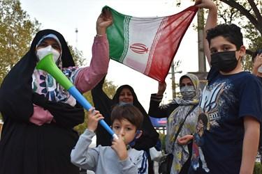 جشن و سرور خانواده های آملی هنگام ورود محمدهادی ساروی مدال آور طلایی کشتی فرنگی جهان به زادگاهش