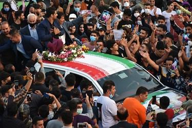 لحظه ورود غیورانه محمدهادی ساروی مدال آور طلای جهان به زادگاهش
