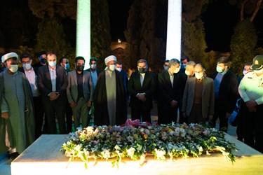 حضور وزیر فرهنگ و ارشاد اسلامی و مسئولان کشوری و استانی بر سر مزار حافظ شیرازی