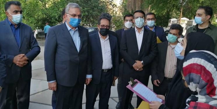 وزیر بهداشت وارد لارستان شد/ بازدید از پروژه های زیرساختی و زیربنایی  شهرستان های جنوبی فارس