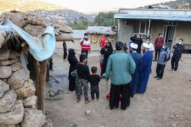 حضورنیروهای امدادی و  جمعی از خبرنگاران در مناطق زلزله زده