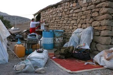 کمک های نیروهای هلال احمر به مردم زلزله زده