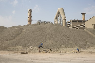 کارگران کارخانه سیمان تهران