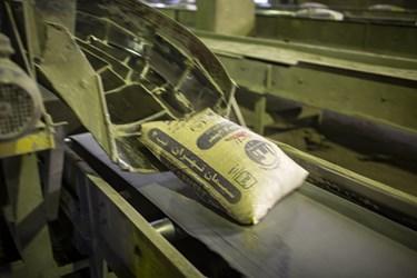 پر و بسته بندی نمودن محصول پایانی در کارخانه سیمان تهران