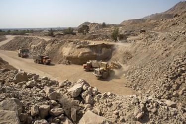 استخراج مواد اولیه از کوه برای کارخانه سیمان تهران