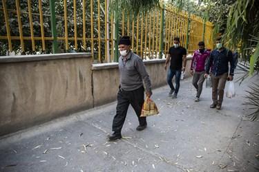 ورود کارکنان و کارگران به کارخانه سیمان تهران