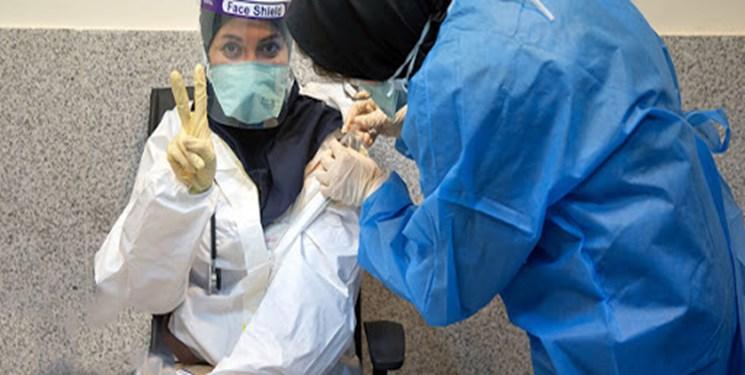 تزریق دز سوم کرونا به کادر درمان گیلان