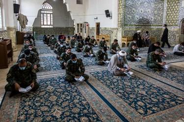 قرائت زیارت عاشورا توسط یگان ویژه نیروی انتظامی  در امامزاده عبدالله شهرری
