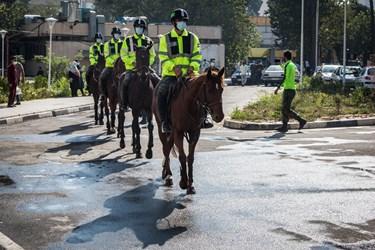 حضور یگان اسب سوارنیروی  انتظامی  در بیمارستان فیروزآبادی شهرری