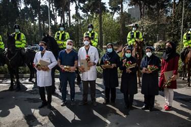 تجلیل از کادر درمان بیمارستان فیروزآبادی توسط یگان ویژه نیروی انتظامی