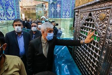 زیارت سید حمید سجادی وزیر ورزش و جوانان  در حرم  حضرت معصومه (س)