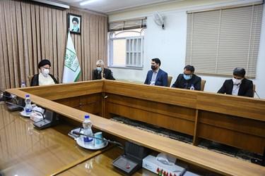 دیدار سید حمید سجادی وزیر ورزش و جوانان  با آیت الله سید هاشم حسینی بوشهری رئیس جامعه مدرسین حوزه علمیه