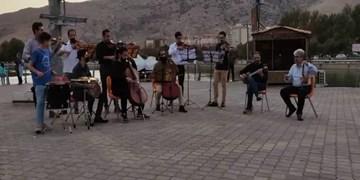 اجرای فلش ماب در فضای باز توسط ارکستر مجلسی لرستان