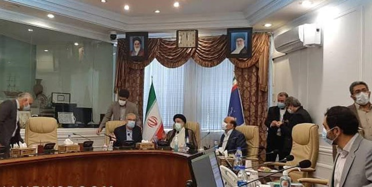 حضور سید ابراهیم رئیسی در وزارت نفت برای پیگیری وضعیت سوخترسانی به مردم