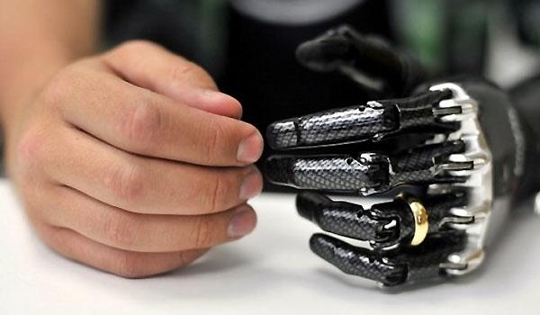 Iranian Scientists Manufacture Bionic Hand
