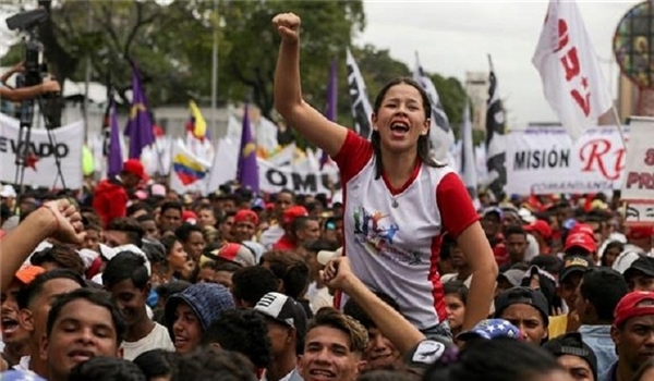 Thousands of Venezuelans Rally in Caracas to Support Maduro