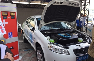 Giant Automaker Unveils Iran's First Electric Car