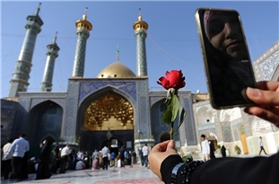 Iran: Major Holy Shrines Reopen after Two-Month COVID-19 Closure