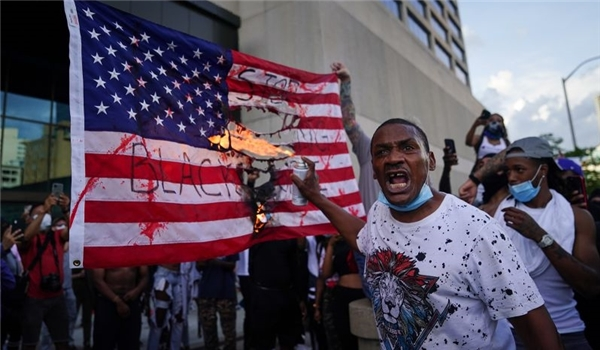 US: Protesters Burn An American Flag, Replace It with A Black Lives Matter Sign