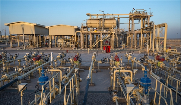 Iran, Iraq Sign Contract for Development of Joint Oilfield