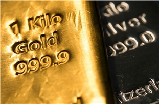 Gold Soars to Record Highs Near $2,000 on Weaker US Dollar, COVID Uncertainty