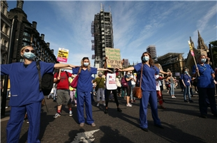 UK: Thousands of NHS Staff Protest on Streets After Missing Out on Public Sector Pay Rise Despite Coronavirus Heroics