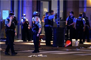 100 Arrested, 13 Officers Injured in Chicago Overnight After Police Shoot Man