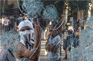 Clashes Continue Between Protestes, Police in Beirut Despite Resignation of Lebanon's Gov't