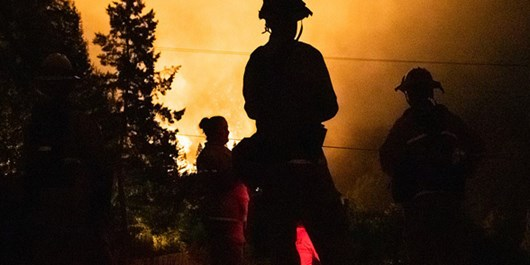 US: Fire Crews Working to Pen in Huge, Deadly California Wildfires