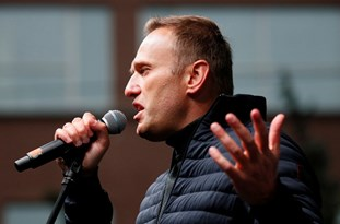 Kremlin: Too Much Absurdity in Navalny Case to Take Anyone's Word on Trust