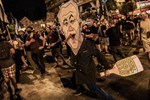 Thousands Protest Outside Netanyahu's Residence, Urge Israeli PM to Resign
