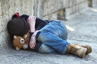 Extreme Poverty 'Will Double by Christmas' in UK Because of COVID-19