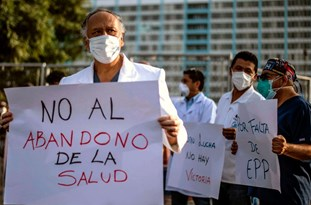 Police Attack Protesting Health Workers in Peru
