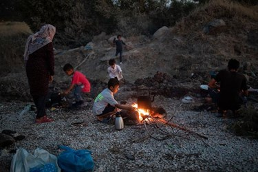 Thousands of Migrants Search for Shelter after Fire Destroys Moria Camp