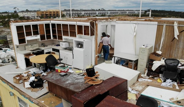 US: Hundreds of Thousands Still without Power in Sally Cleanup