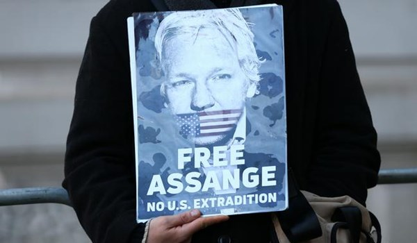 Lawyer Says Trump Offered to Pardon Assange If He Have Source for DNC Emails Leak