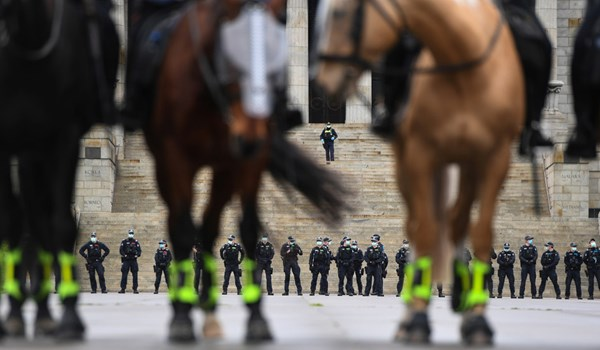 16 Arrested as Mounted Police Chase People Protesting Melbourne's Controversial Lockdown Measures