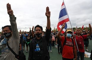 Thai Demonstrators Challenge Monarchy as Huge Protests Escalate
