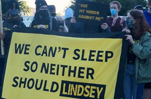 US: Supreme Court Protesters 'Wake Up' GOP Sen. Graham with Noisy Demo outside DC Home