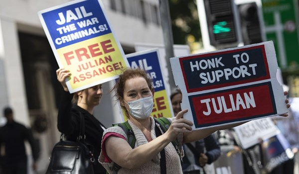 Russia Calls on International Organizations to Continue Helping Assange