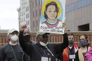 Breonna Taylor Grand Juror Claims Panel Was Not Given A Chance to Consider Homicide Charges Against US Cops
