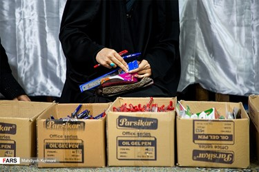 Iran: Stationery Packages Distributed by People Among Lower Classes Amid COVID-19
